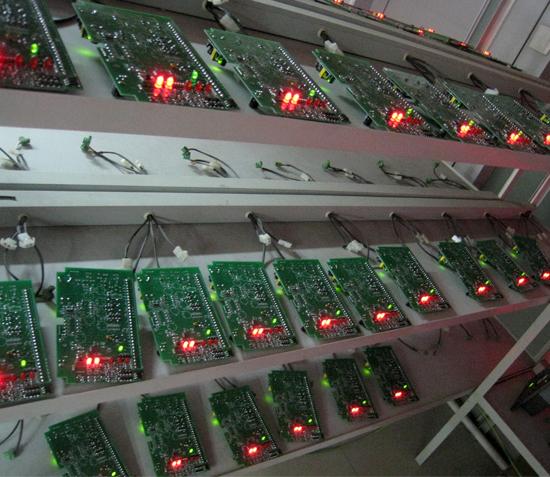 电路板通电老化车间